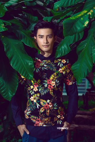 Thời trang Ruj Apiwat Seelawong: Rực rỡ áo hoa