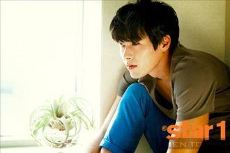 Diễn viên Hyun Bin đơn giản và thoải mái trên tạp chí nổi tiếng