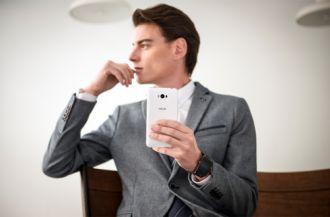 Những lý do bạn nên mua 'quái vật pin' Asus Zenfone Max