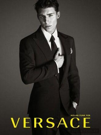 Phong cách Nam tính và quyến rũ của Versace