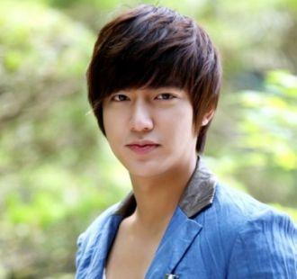 5 kiểu tóc nam mái ngố đẹp hot của sao Hàn Quốc