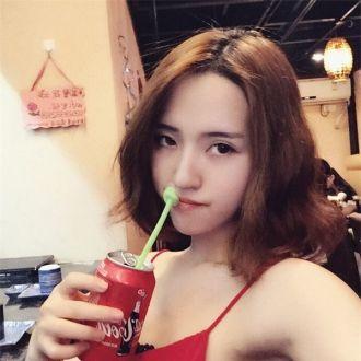 BST tóc mái dài rẽ ngôi giữa đẹp như hot girl Việt