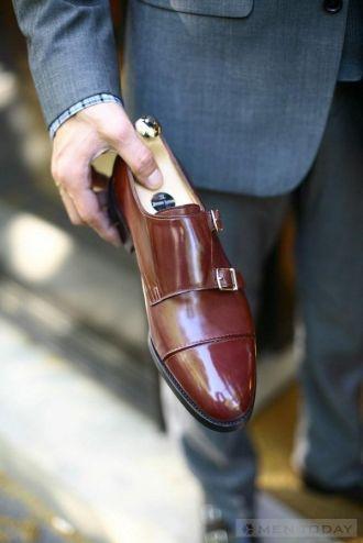 Cùng sắm monkstrap cho tủ giày của bạn