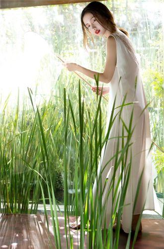 Diện sắc trắng mong manh đẹp tựa như thiên thần Jun Vũ