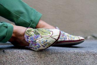 Giày nam họa tiết hoa lá đẹp xu hướng thời trang năm nay tự tin