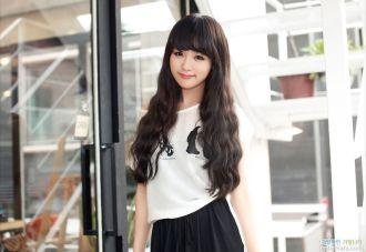 Kiểu tóc dài uốn xoăn sóng nhỏ cuốn hút sao kpop Hàn Quốc