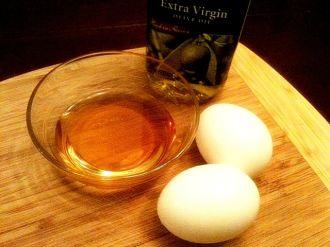 Làm đẹp da mặt với dầu ôliu và trứng gà