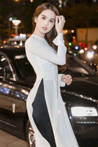 Ngọc Trinh vẫn là tâm điểm dù diện trang phục đơn giản