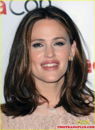 Những kiểu tóc rẽ ngôi đẹp phù hợp mọi khuôn mặt xinh xắn