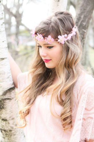 Tóc cô dâu cài hoa đẹp hot nhất trong mùa cưới độc đáo