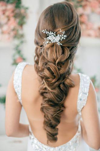 Tóc tết nhẹ nhàng đẹp cho cô dâu quyến rũ ngày cưới
