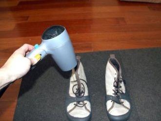 Cách giúp giày không bị ẩm mốc cực cần thiết trong mùa mưa này