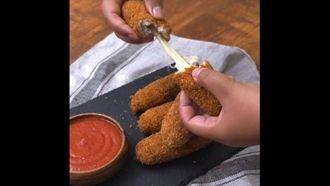Cách làm phô mai que bọc thịt gà ngon không chịu nổi