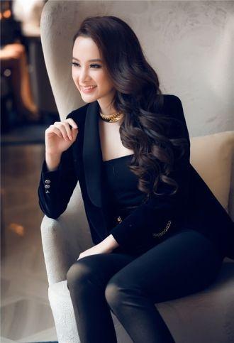 Những bộ cánh nóng bỏng của Angela Phương Trinh