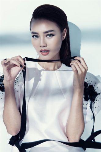 Ninh Dương Lan Ngọc 'sexy hết cỡ' với váy áo mỏng tang