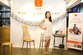 Beauty blogger bật mí bí quyết trang điểm lâu trôi.