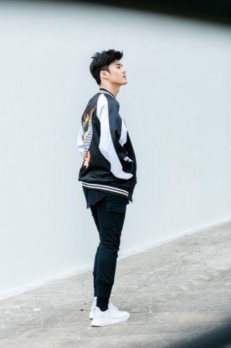 Phong cách thời trang đầy cá tính của Lâm Vinh Hải