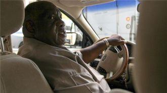 Tài xế taxi nghèo không có tiền xem con trai thi Olympic