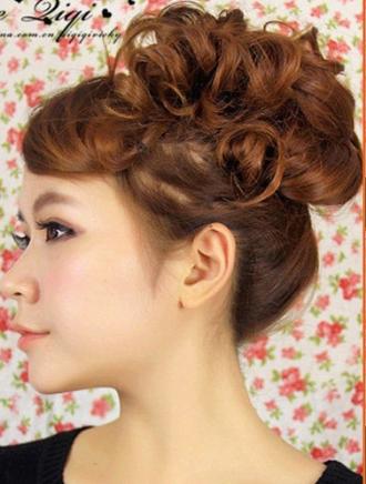 Kiểu tóc uốn xoăn cho cô nàng năng động hoạt bát