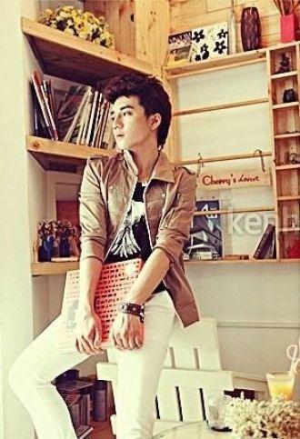 Mix áo khoác mỏng với áo sơ mi nam kiểu Hàn Quốc