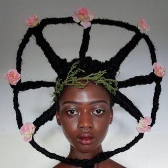 Mái tóc kỳ quái của người đẹp Châu Phi