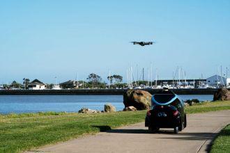 Xe tuần tra tự hành kết hợp với drone không người lái