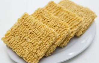 Tác hại không ngờ của mì ăn liền bạn cần lưu ý