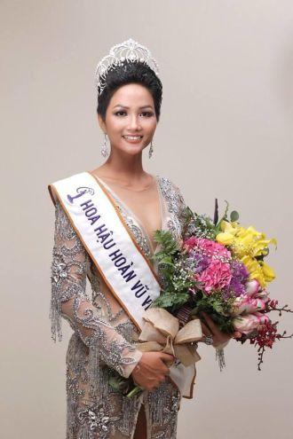 """Hoa hậu Hoàn vũ Việt Nam H'Hen Niê tiếc nuối """"xuống tóc"""""""