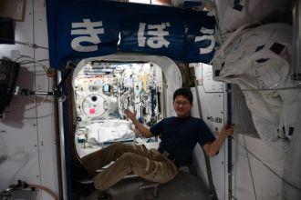 Phi hành gia Nhật choáng vì cao thêm... 9cm sau 3 tuần trong không gian