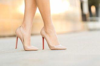 Cân lưu ý đi giày cao gót và những nguy cơ mẹ bầu phải đối mặt