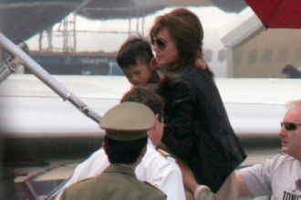 Angelina Jolie đã không giữ lời hứa