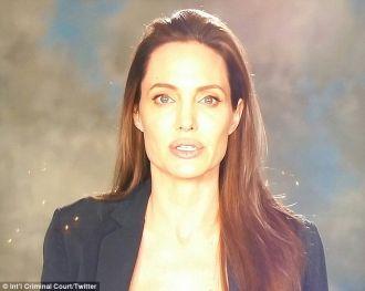 Angelina Jolie lộ diện trước công chúng sau 2 tháng đòi ly hôn
