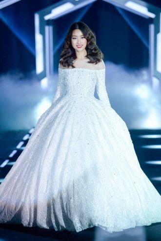 Chấm điểm trình catwalk của loạt hoa hậu Việt
