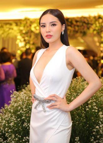Cuộc chiến thời trang của 2 nàng hậu HOT nhất showbiz