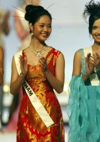 Hoa hậu Việt Nam Mai Phương đầu tiên vào Top 15 thế giới