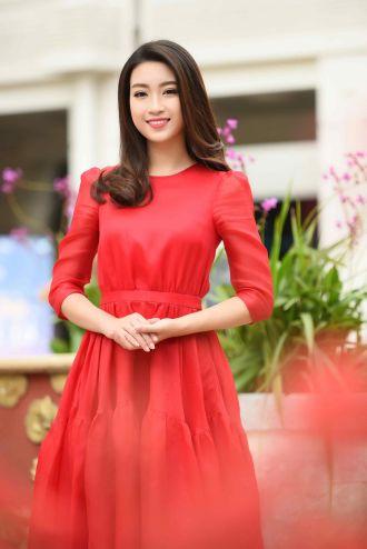Học hỏi sao Việt cách diện đồ đỏ đơn giản