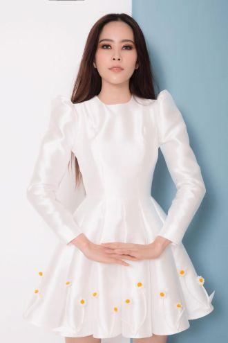 Nam Em trở lại xinh đẹp ngọt ngào với loạt váy ấn tượng