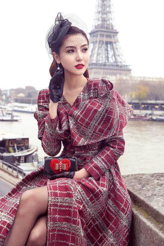 Ngọc Duyên đẹp không tì vết trên phố Paris