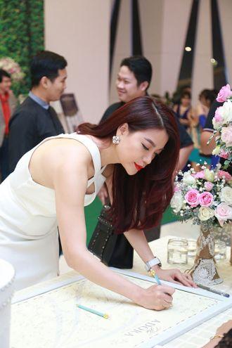 Trương Ngọc Ánh, Minh Thư đẹp mặn mà đến dự đám cưới Khánh Hiền