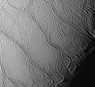 Những yếu tố cần thiết cho sự sống trên mặt trăng của sao Thổ là gì?