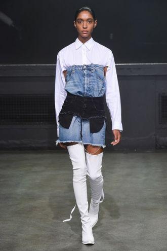 Phong cách Váy jeans hai cạp của Ben Taverniti đắt giá
