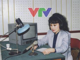 Vẻ đẹp nữ BTV thời sự đầu tiên trên sóng quốc gia khiến nhiều người xao xuyến