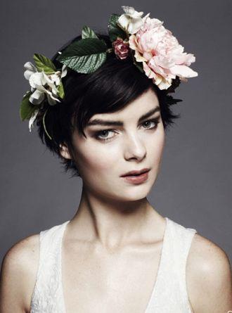 Những phụ kiện giúp cô dâu tóc ngắn đẹp hơn