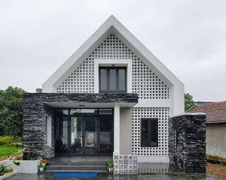 Căn nhà độc đáo giữa làng quê
