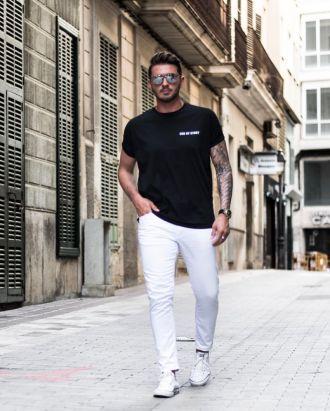 Xuống phố đầy nam tính sành điệu cùng 7 cách phối đồ với quần jeans trắng